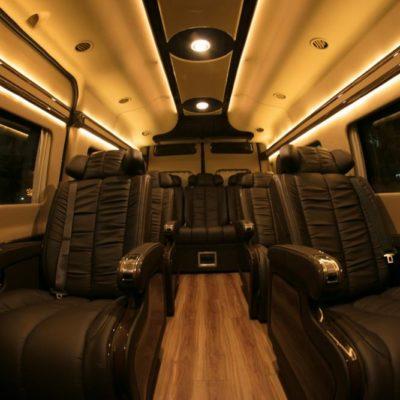 Hình ảnh xe Ford Transit Limousine 2020